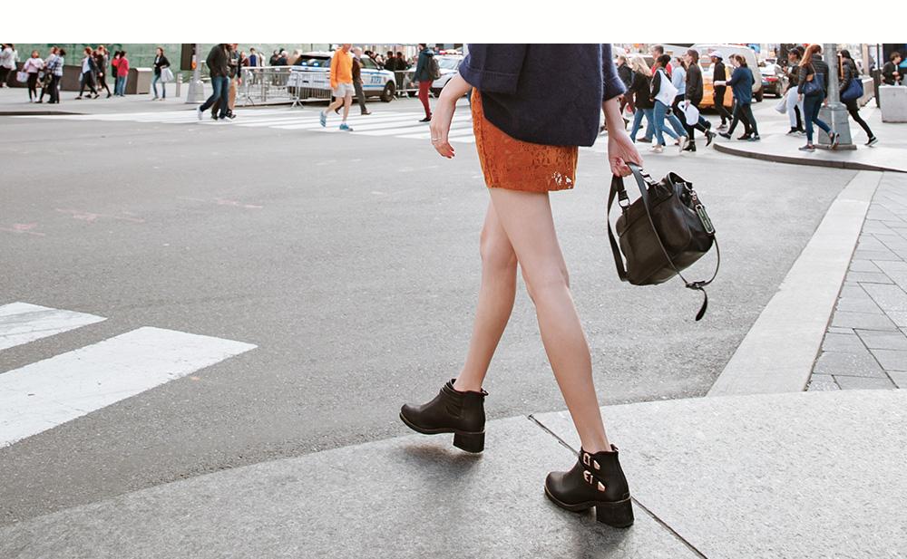 D+AF紐約拍攝交叉金屬釦飾尖頭短靴